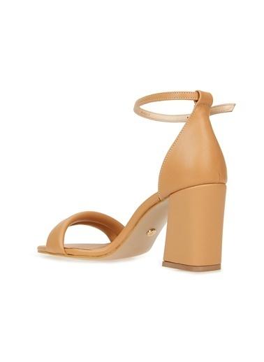 Divarese Divarese 5025397 Puffy Toka Detaylı Kalın Topuklu Kadın Sandalet Camel